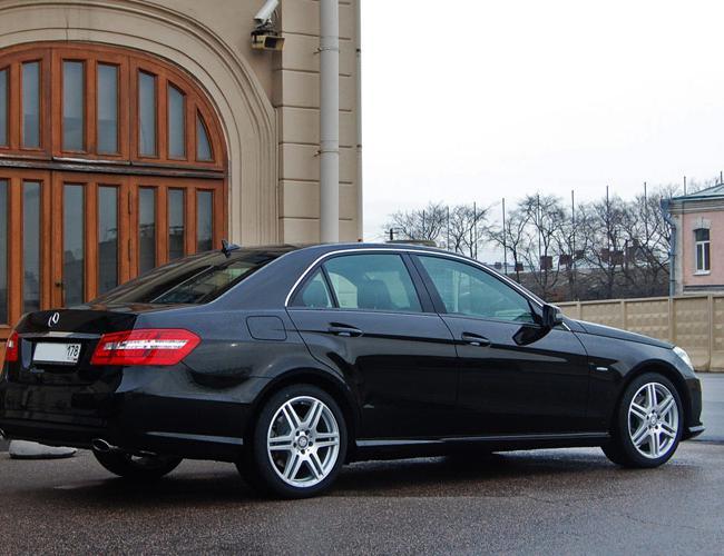 Автомобиль Мерседес В212 в аренду с водителем в СПб